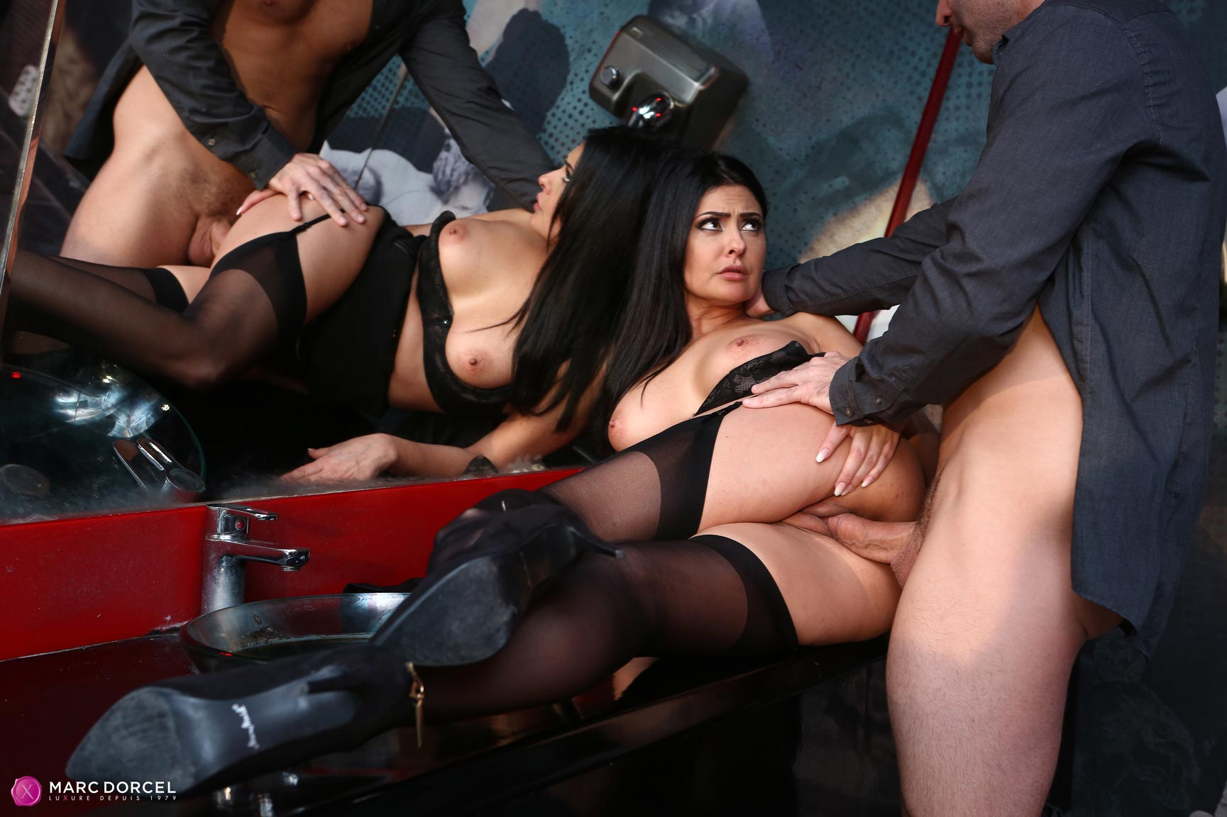 image Karups zazie skymm gets fucked on first date